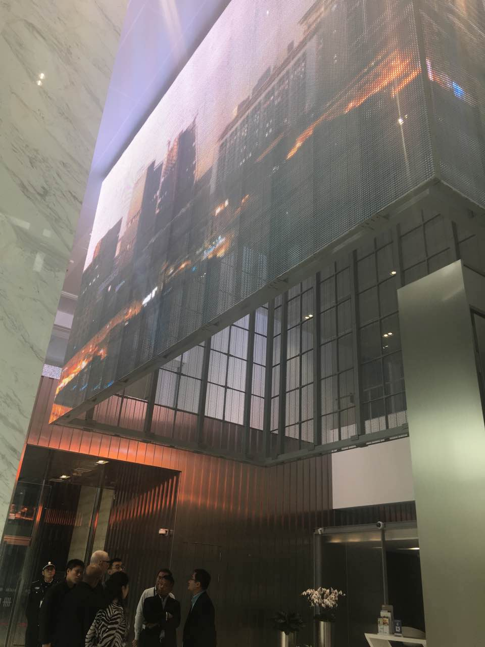 上海透明屏P16大华银行现场100平方.jpg