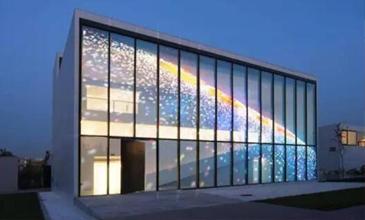 LED透明屏必将引领未来商业显示新潮流